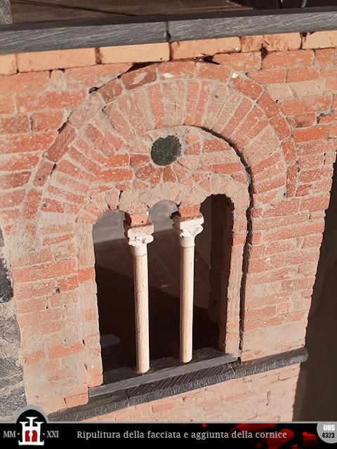 Ripulitura della facciata e aggiunta della nuova cornice in pietra