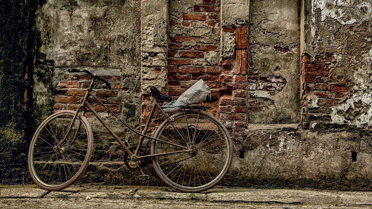 Sepeda Ontel Tua Penjual Sapu