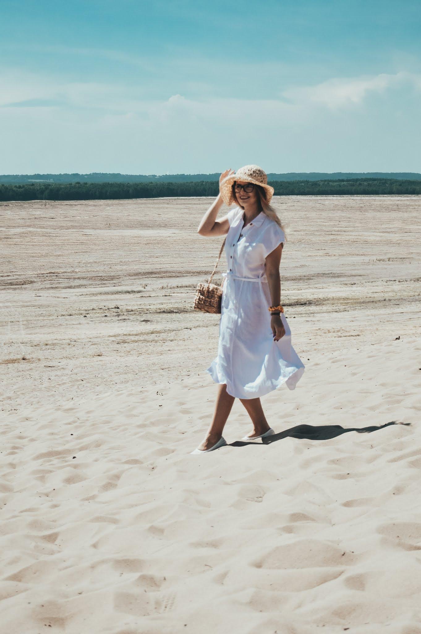 Lniana sukienka Mango, pleciony koszyk, pleciony kapelusz gdzie kupić