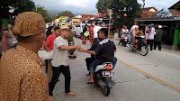 Tokoh Muda Tonjong bagikan takjil gratis