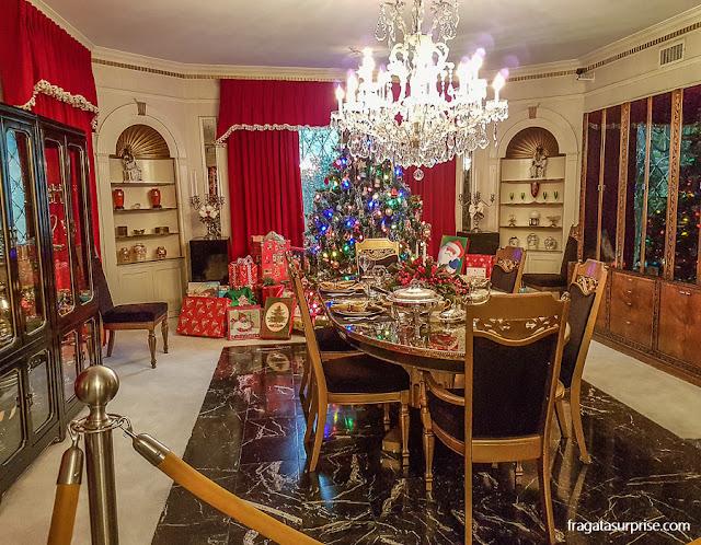 Decoração de Natal na sala de jantar de Graceland