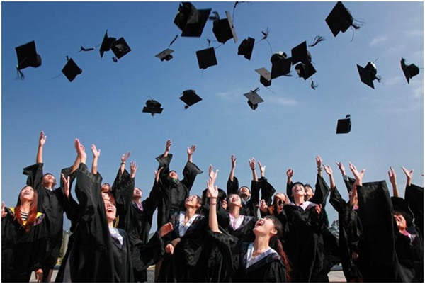 Mitos Seputar Kuliah Di Luar Negeri & Tips Bayar Kuliah dengan Transfer Valas