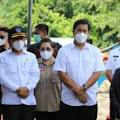 Wakil Gubernur Sulawesi Utara  Drs. Steven O.E. Kandouw Dampingi Mensos Risma Datangi Lokasi Banjir & Tanah Longsor di Wilayah Manado dan Minahasa.
