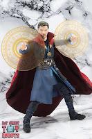 S.H. Figuarts Doctor Strange (Battle On Titan Edition) 31