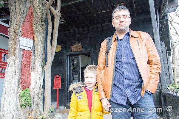 Pierre Loti kahvesinin önünde oğlum ve babası, Eyüp İstanbul