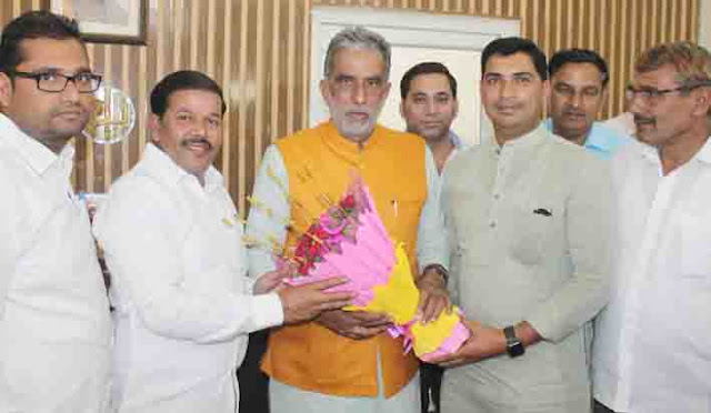 Chairman Vinod Chaudhary and Anil Nagar congratulated Krishna Pal Gujjar for being re-elected