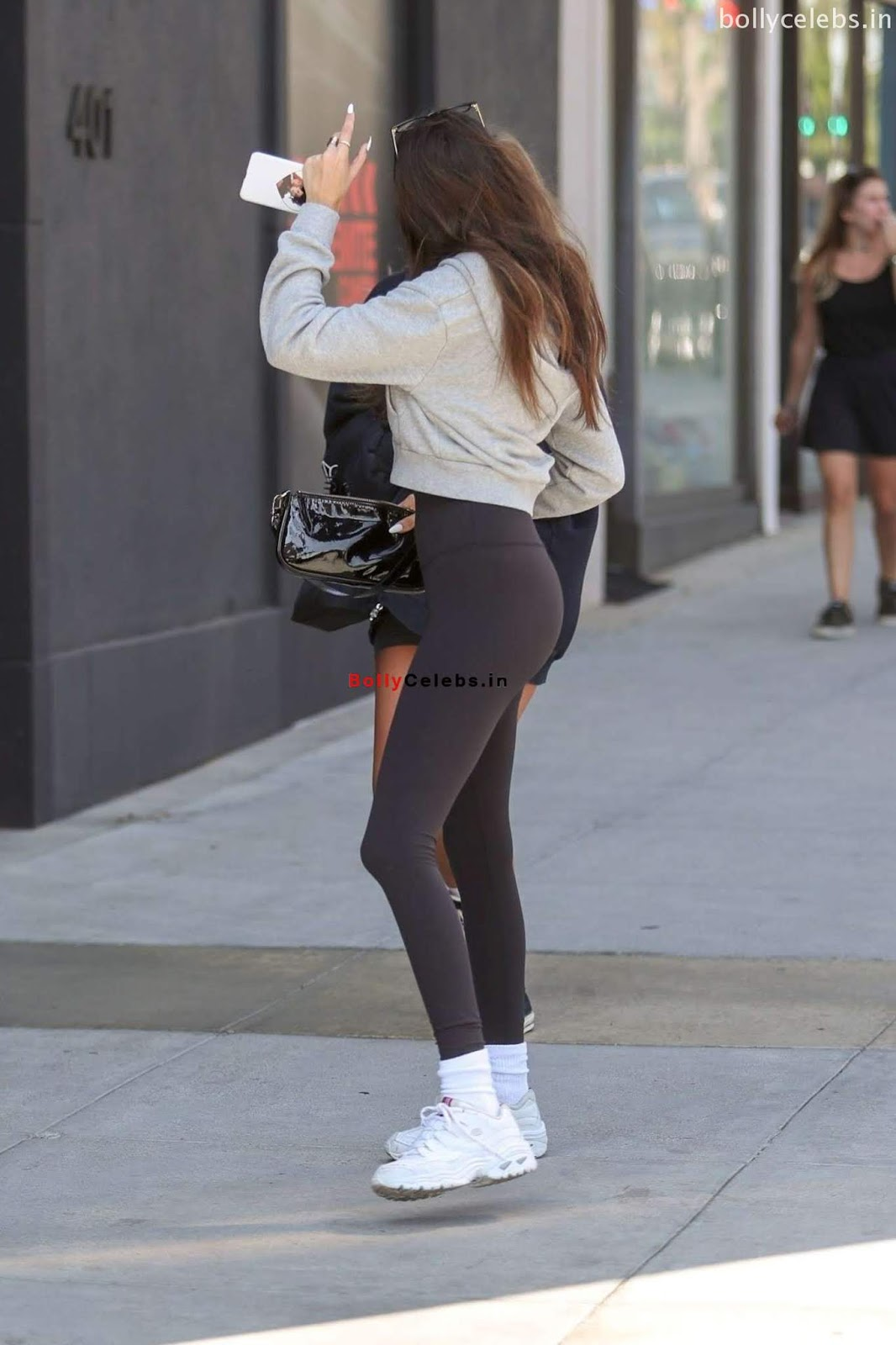 Madison beer Sexy Teenager wearing sexy leggings exposing beautiful Pussy Shape Camel Toe Exclusive Closeups