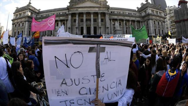 Científicos argentinos rechazan recortes en ciencia y tecnología