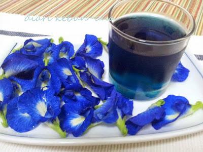 http://tipspetani.blogspot.com/2016/11/cara-menggunakan-bunga-telang-sebagai.html