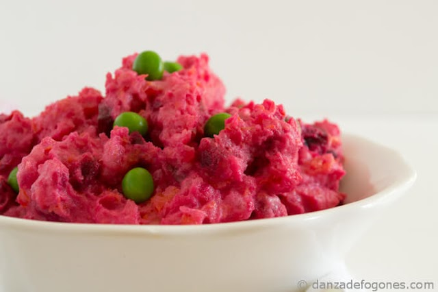 Vegan Salad With Beet & Peas