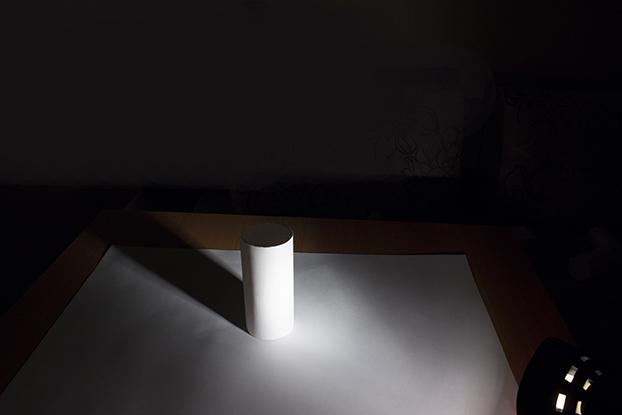 31-фото-белого-цилиндра-лампа-светит-фотография