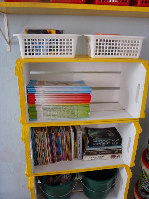 Estante de caixotes de feira - DIY
