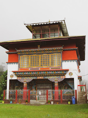The Dorling monastery is a small monastery amidst a lots of green and prayer flags and tombstones (stone chortens).