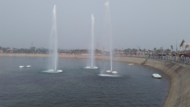 fountain in lakes