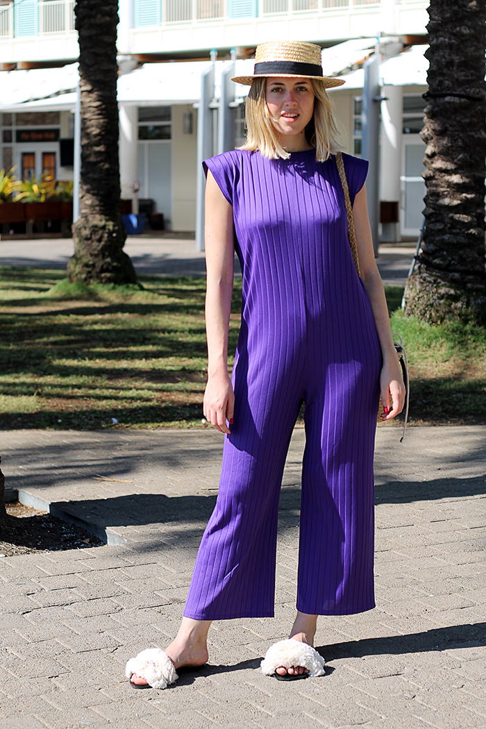 mono púrpura
