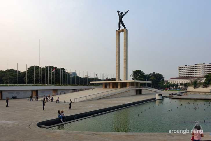 monumen pembebasan irian barat