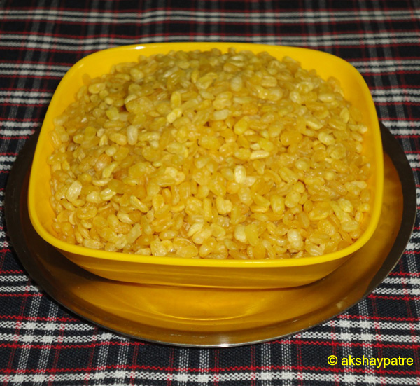 namkeen moongdal in a bowl