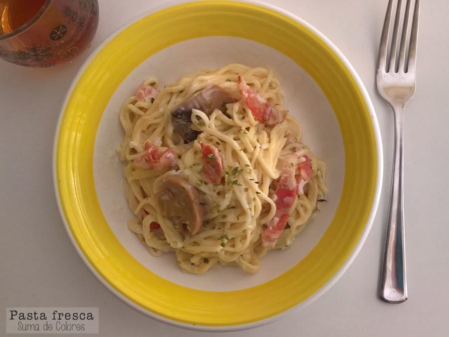 Pasta con nata (crema de leche), bacon y champiñones (2)