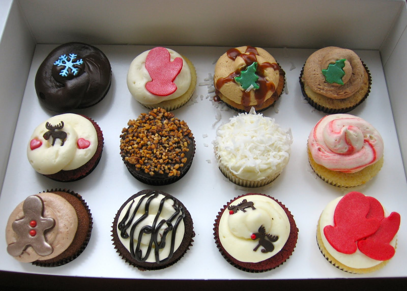 "Georgetown Cupcakes: ""Delicious Cupcakes--Horrible Experience"""