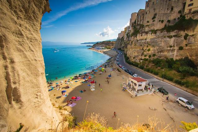 Santuario di Santa Maria dell'isola di Tropea-Vista panoramica sulla destra