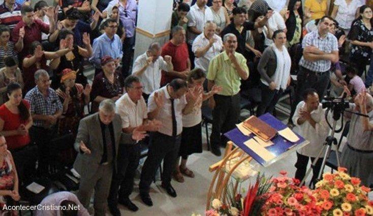Cristianos en iglesia de Argelia