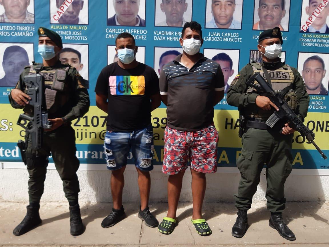 https://www.notasrosas.com/Policía Guajira aprehende a dos presuntos integrantes del Clan Del Golfo, en Riohacha