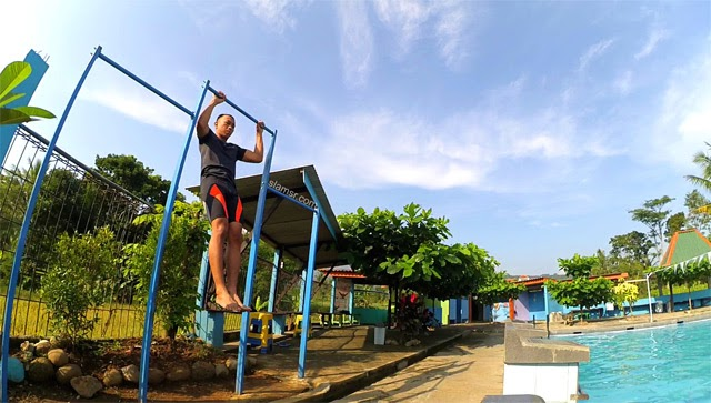 pull-up bar Kolam renang Singampon