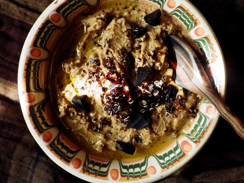Quinoa Raz Hummus Z Czarna Quinoa I Czarnym Czosnkiem