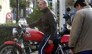 Πέτρος Κωστόπουλος: Έξαλλος με τον πολίτη που τον κατηγόρησε για παράνομη στάθμευση σε θέση ΑΜΕΑ