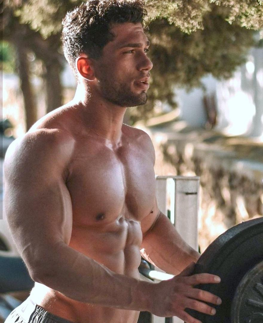 muscle-beefcake-shirtless-bro-ripped-sixpack-abs-big-veiny-biceps