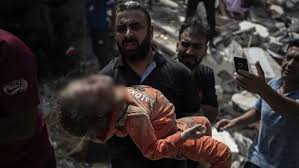 Hari raya idul fitri menjadi hari dimana kebahagiaan mengalir penuh dengan rasa aman dan tenteram. Namun beda untuk mereka-mereka yang tengah dijajah keluarganya, tempat tinggalnya, negaranya, bahkan nyawanya pun akan menjadi sasaran empuk. Contohnya di Palestina yang berpuluh tahun lebih merasakan penjajahan yang luar biasa dilakukan para laknatullah tentara zionis israel. Zionis israel tidak lagi memandang apapun untuk melakukan perbuatannya dengan umat islam yang ada di palestina.