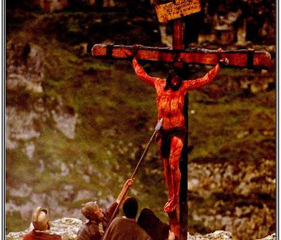 gambar Yesus di salib