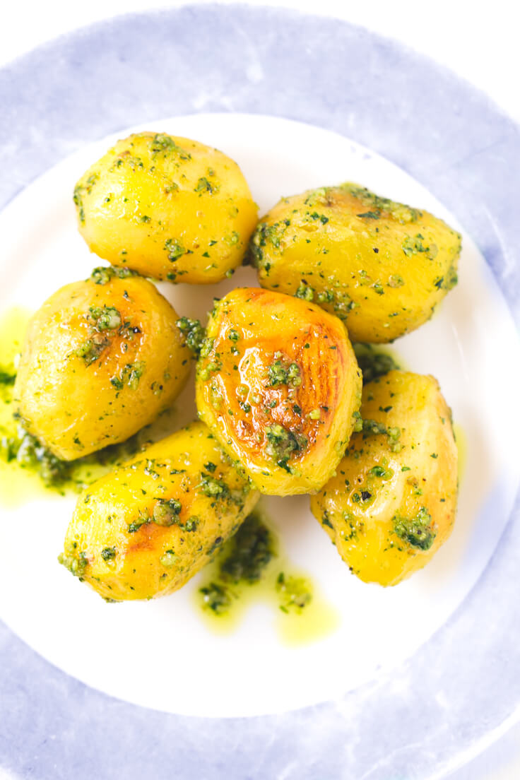 Baked potatoes with pesto recipe - These pesto roast potatoes are to die for. They are perfect for special occasions, and if you prepare them, you will surely succeed.