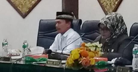 Rapat Paripurna DPRD Kota Padang Setujui Ranperda Pertanggungjawaban Pelaksanaan APBD TA 2016 Jadi Perda
