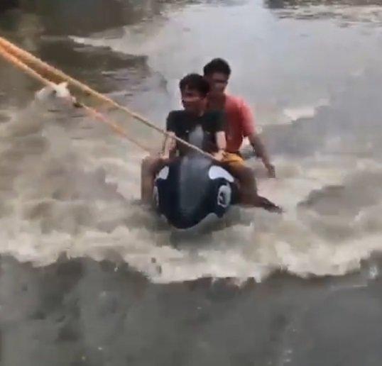 Bermain Banana Boat