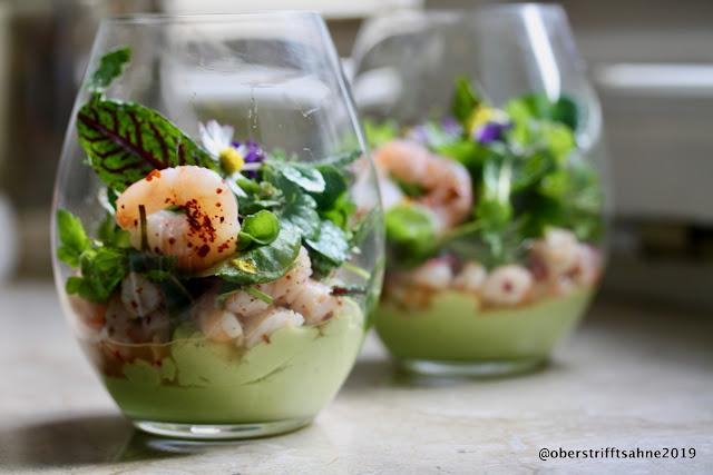 Vorspeise mit Garnelen und Avocado