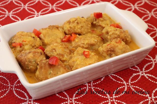 Albóndigas de bacalao y gambas con salsa de almendras