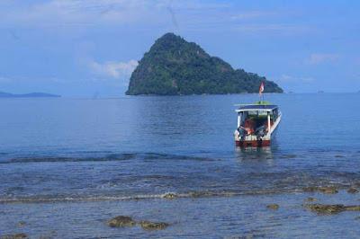 pantai di pulau botot