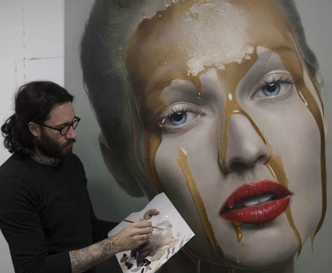 hyper realistic paintings by german artist mike dargas
