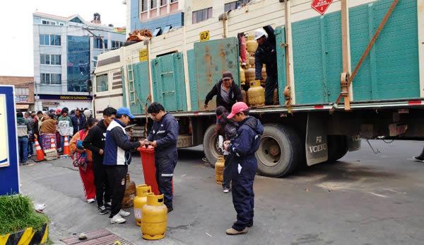 Gobierno prevé distribuir 100.000 garrafas de GLP y 2 millones de litros de gasolina y diésel en La Paz y El Alto