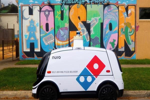 بالصور: روبوت ذاتي القيادة لتوصيل طلبات البيتزا للزبناء