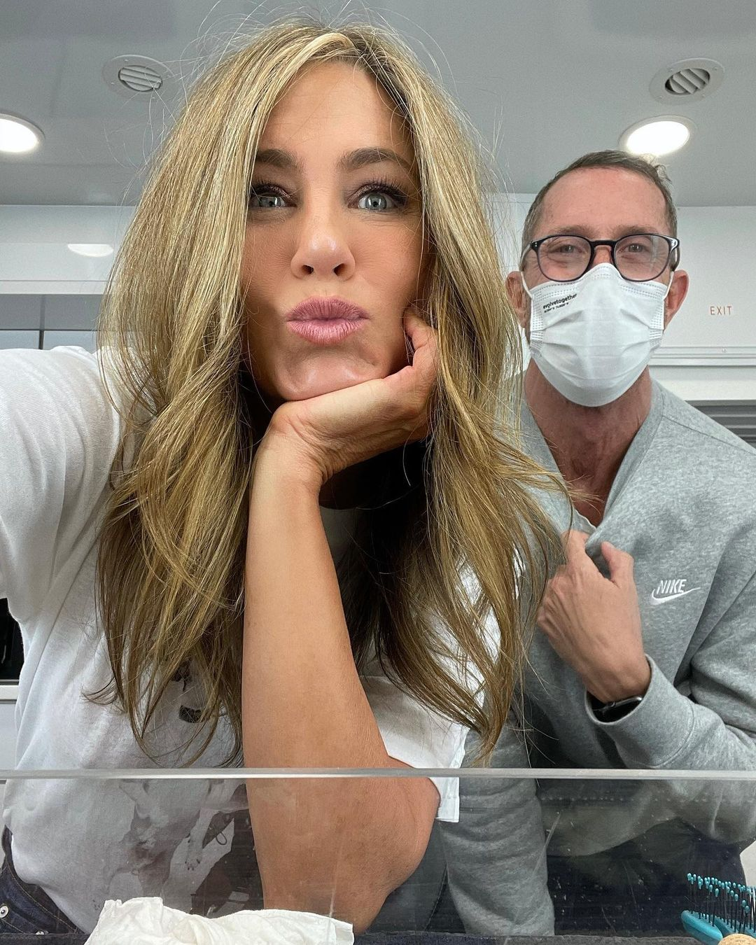 Jennifer Aniston is behind the scenes of filming her series The Morning Show with her hairdresser. Photos
