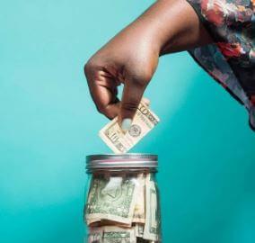 استخدام الهواتف المحمولة لتحويل الأموال في إفريقيا الحديثة
