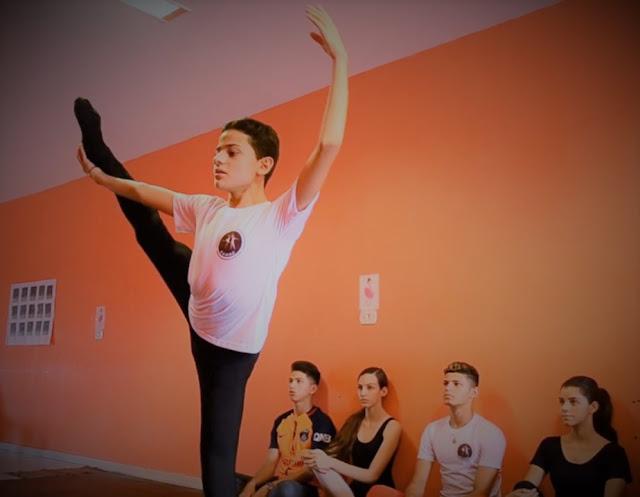 Estudante Tiago Feitosa, é dançarino de balé e frequenta a Escola de Ballet Os Anjinhos de Panelas-PE