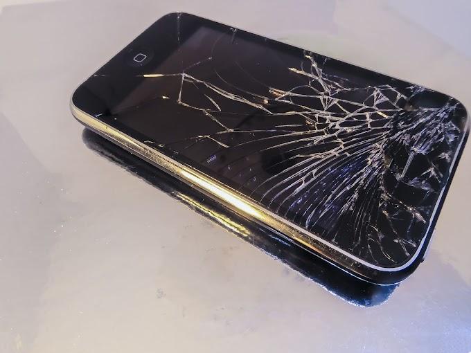 Homem morre após namorada arremessar celular em seu rosto durante briga