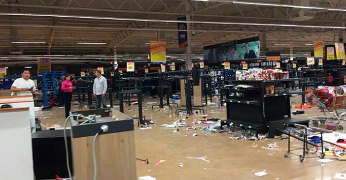 """Saquean un Chedraui y cierran gasolineras por """"vandalismo"""" en Veracruz"""
