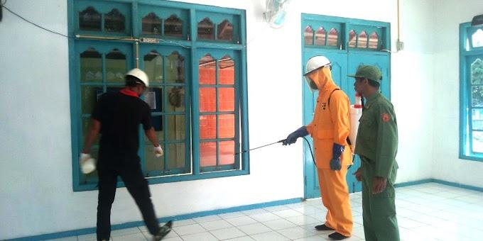Senkom Kecamatan Dayun Bersihkan Fasilitas Umum