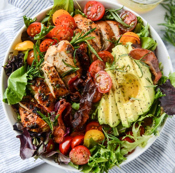 ROSEMARY CHICKEN, BACON AND AVOCADO SALAD #vegetarian #easyrecipe