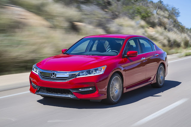 Front 3/4 view of 2016 Honda Accord Sport