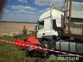 Розчавила вантажівка: у страшній аварії загинула 5-річна дитина та її батько (фото)